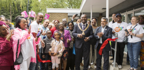 mayor_cutting_ribbon_2